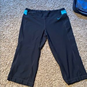 Nike dri fit cropped workout pants size m